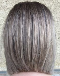 Shiny Straight Gray Blonde Lob When summer hits, short bob hairstyles for fine hair are among the best choices. Hair is off the neck, easily kept neat for a day at the office, and when you go to the beach, a messy bun is super cute. Bob Haircut For Fine Hair, Bob Hairstyles For Fine Hair, Haircuts For Fine Hair, Cool Haircuts, Hairstyles Haircuts, Hairstyle Men, Wedding Hairstyles, Formal Hairstyles, Straight Bob Haircut