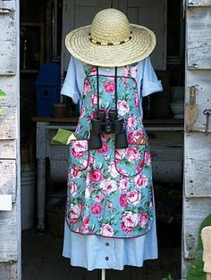 Shabby Olde Potting Shed: Flea Market Finds. Old Wash Tubs Garden Whimsy, Garden Junk, Garden Deco, Lawn And Garden, Make A Scarecrow, Scarecrow Ideas, Porches, Scarecrows For Garden, Scarecrow Festival