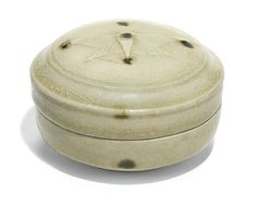 A pale celadon 'Butterfly' cosmetic box and cover, Five Dynasties