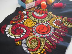 so pretty and bright - embroidery on a dark background - - - Inspiré des kanthas du Bengale