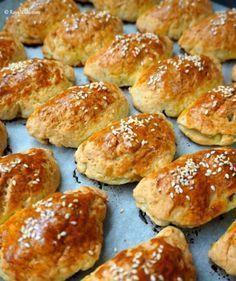 En Lezzetli ve En Kolay Mayasz Poaa Tarifi / Karbonatl Poaa Cookie Recipes, Snack Recipes, Donuts, Food Porn, Turkish Recipes, Fish Dishes, Party Snacks, Brunch, Food And Drink