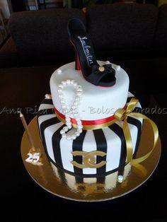 Sapato Louboutin e Chanel - Cake by Ana Rita Lopes - Bolos Decorados