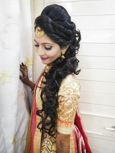Hair Styles Cotton Panels In 2019 Wedding Hairstyles Indian - bridal hairstyles in india bridal hairstyles curly Bridal Hairstyle Indian Wedding, Unique Wedding Hairstyles, Bridal Hair Buns, Bridal Hairdo, Indian Bridal Hairstyles, Wedding Bangs, Indian Wedding Makeup, Indian Makeup, Hair Wedding