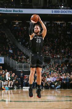 Detroit Basketball, Detroit Sports, College Basketball, Basketball Players, Basketball Court, Blake Griffin, Nba Stars, Detroit Pistons, Oklahoma Sooners