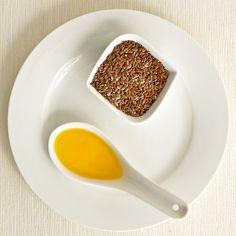 Lněné semínko, tento běžný produkt, který je užíván již celá staletí, začíná být dnes ceněn pro své vlastnosti, které přispívají ke zdraví. Ořechová chuť lněného semínka může přispět k lahodnosti řady pokrmů.  Lněný olej je nejbohatším rostlinným zdrojem cenných omega 3 mastných kyselin. Omega, Panna Cotta, Breakfast, Ethnic Recipes, Food, Morning Coffee, Dulce De Leche, Meal, Essen