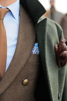 Shop this look for $332: http://lookastic.com/men/looks/dress-shirt-and-tie-and-pocket-square-and-blazer-and-pea-coat-and-gloves/437 — Blue Dress Shirt — Brown Tie — Blue Floral Pocket Square — Brown Blazer — Olive Pea Coat — Brown Leather Gloves