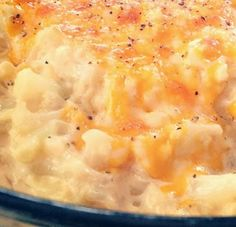 No Pasta Cauliflower Mac N Cheese - made made not the healthiest way to eat cauliflower, but so delicious! It fulfilled a mac and cheese craving. (atkins recipes no cheese) No Carb Recipes, Healthy Recipes, Veggie Recipes, Diet Recipes, Vegetarian Recipes, Cooking Recipes, Cheese Recipes, Recipies, Atkins Recipes