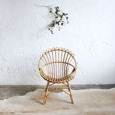 Vintage rattan chair - http://atelierdupetitparc.fr, Beautiful rattan chair in a simple painted rough plastered wall