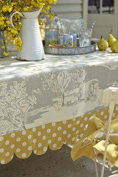 Attention to Detail:Pretty Maids tablecloth trim