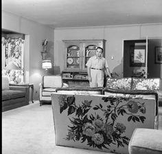 Mickey Cohen in his Brentwood, California home. I LOVE the decor! Brentwood California, California Homes, Pizza Restaurant, Restaurant Design, Mickey Cohen, Mafia Party, La Confidential, Comin Home, Mafia Families