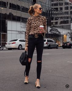 I like this outfit together, also like the shoes quite a bit. Chic Black Outfits, Trendy Outfits, Fall Outfits, Fashion Outfits, Black Jeans Outfit Work, Black On Black Outfits, Black Flats Outfit, Black Turtleneck Outfit, Outfits Otoño