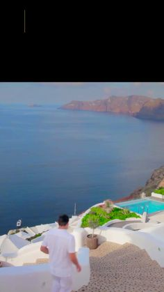 If you are thinking about visiting Santorini we hope that the above tips give you some incentive to pack your suitcase and make a new experience. Amazing Destinations, Holiday Destinations, Best Places In Greece, Greece Culture, Things To Do In Santorini, Greece Fashion, Santorini Island, Greece Holiday, Paisajes