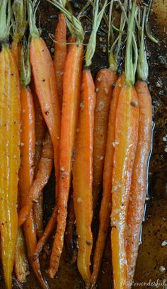 How To Roast Carrots for a quick and easy side dish! Roasted Carrots - #vegan #vegetarian - wonkywonderful.com