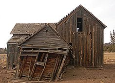 Multiple links to help find reclaimed wood, particularly from old barns.