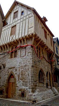 Region Bretagne, Medieval Gothic, Dollhouse Ideas, France, Tudor, Brittany, Switzerland, House Styles, Medieval Town