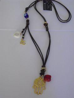 Collar largo con mano protectora,ojo turco,coral,nácar y símbolo del Om