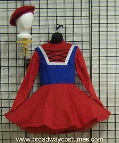 I love this idea for the Dulocian Women - full red skirts out of red felt, red… Broadway Costumes, Theatre Costumes, Cool Costumes, Costume Ideas, Halloween Costumes, Hairspray Musical, Shrek Costume, Best Wigs, White Tights