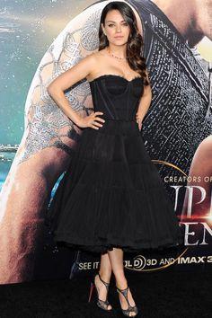 Mila Kunis fez sua primeira aparição no tapete vermelho desde que deu à luz a filha Wyatt,  para assistir a estréia de Jupiter Ascending em Dolce & Gabbana em 2 de fevereiro.