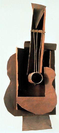 ** ESCULTURA ::: Ensamblaje y Soldadura - Guitarra, 1912-13, de PICASSO - Chapa de metal y alambre - El Cubismo abre una nueva tendencia a lo hasta ahora visto. Aparecen técnicas como Collage, Fotomontaje, etc. Picasso tomó el collage y lo construyó en 3D, la Guitarra es un Collage Cubista realizada a partir de maqueta de cartón, cuerdas y alambres y la realiza con metal laminado y alambre.