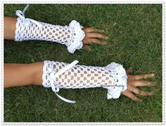 White lace fingerless gloves Crochet gloves by ROSSIBOUTIQUE