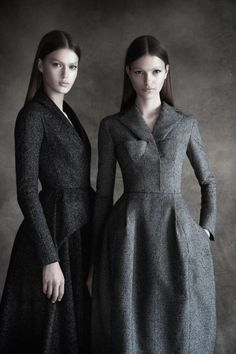 Dior couture - grey coat dress - photographed by Patrick Demarchelier Look Fashion, Fashion Details, High Fashion, Womens Fashion, Fashion Design, Coat Dress, Dress Up, Christian Dior, Dior Couture