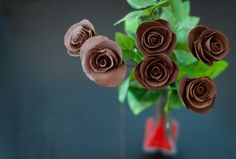 Chocolate roses from: http://ebakerie.com/diy-bouquet-of-chocolate-roses/