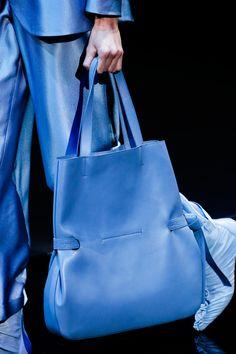 Giorgio Armani Spring 2019 Ready-to-Wear Fashion Show Details: See detail photos for Giorgio Armani Spring 2019 Ready-to-Wear collection. Look 114 Stylish Handbags, Fashion Handbags, Purses And Handbags, Fashion Bags, Fashion Accessories, Womens Fashion, Bags Online Shopping, Online Bags, Shopping Bag