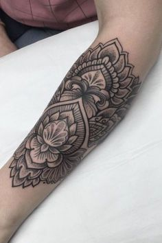 tatouage fleur Ellie Thompson (Sydney, Australie)