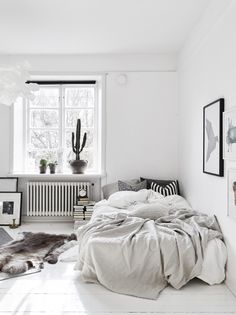 Small bedrooms small space inspiration in monochrome home interior minimalist bedroom student apartment bedroom small bedroom decorating ideas with bunk Cozy Bedroom, Bedroom Inspo, Dream Bedroom, Bedroom Decor, Scandinavian Bedroom, Minimalist Scandinavian, Nordic Bedroom, Bedroom Small, Bedroom Lighting