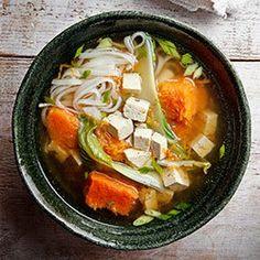Zupa z pieczoną dynią Muscat, pak choi i tofu