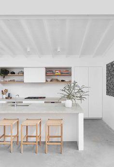 Shed Homes, Hamptons House, Contemporary Kitchen Design, Beach Cottage Decor, Modern Coastal, Coastal Homes, House Floor Plans, Home Kitchens, Beach House