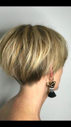 Gray Wigs African Americans Black Hair To White Hair Shampoo To Take Away Grey Hair - Hair - Haare und Make-up Pixie Bob Haircut, Short Pixie Haircuts, Short Hairstyles For Women, Hairstyles Haircuts, Haircut Short, Pixie Bob Hairstyles, Undercut Short Bob, Bob Style Haircuts, Chic Haircut
