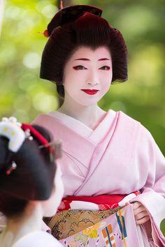 Geiko Toshikana of Miyagawacho Japanese Costume, Japanese Kimono, Kyoto, Geisha Makeup, Geisha Japan, Japanese Beauty, Japanese Style, Asian Beauty, Modern Pictures