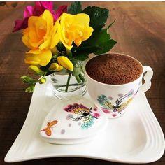 Good Morning Coffee, Coffee Break, Chocolates, Coffee Pictures, Coffee Pics, Good Morning Flowers, Beautiful Morning, Coffee Photography, Coffee Type
