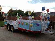 Larcie Bird: Parade Floats are SWEET {giant candy}