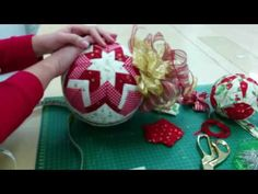Super Ideas For Patchwork Facile Navidad Quilted Christmas Ornaments, Christmas Fabric, Beaded Ornaments, Christmas Baubles, Handmade Christmas, Christmas Crafts, Christmas Decorations, Holiday Decor, Felt Crafts