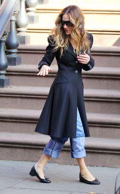 Petite Fashion, 80s Fashion, Fashion Beauty, Womens Fashion, Sarah Jessica Parker, Carrie Bradshaw Outfits, Rolled Up Jeans, Mode Jeans, Victoria Dress