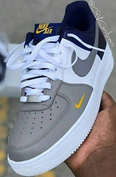 Nike Shoes Blue, Cute Nike Shoes, Nike Shoes Air Force, Kicks Shoes, Shoes Sneakers, Jordan Shoes Girls, Swag Shoes, Aesthetic Shoes, Fresh Shoes