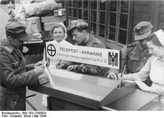 May 18, 1944 In order to facilitate traveling through the dispatch of its soldiers by army postal service , has the Wehrmacht care service of a military district [ WK III] on the platforms of the station [ in Cottbus ] provided a mobile army postal acceptance into service . On a double-sided desk the soldiers can address greetings to their families. Field postcards, letterhead and envelopes are available at the Red Cross nurses.  Bundesarchive 183-J10080A