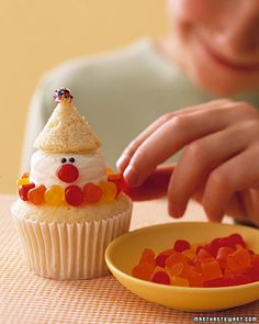 While you can certainly serve these classic vanilla cupcakes frosted with Swiss meringue buttercream as is, kids will love transforming them into festive clowns using gumdrops, cinnamon candy, and sprinkles. Clown Cupcakes, Kid Cupcakes, Birthday Cupcakes, Cupcake Cookies, Birthday Parties, Snowman Cupcakes, Cupcake Wars, Carnival Cupcakes, Monkey Cupcakes