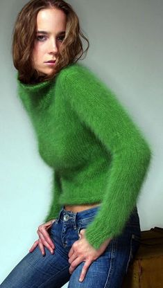 beautiful knitting — kayskinks: I'm green with envy Diy Pullover, Pullover Design, Sweater Design, Fluffy Sweater, Angora Sweater, Knitwear Fashion, Knit Fashion, Gros Pull Mohair, Comfy Fall Outfits