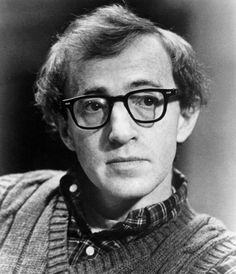 Chi ha mai visto il geniale Woody Allen senza i suoi immancabili occhiali con montatura nera?