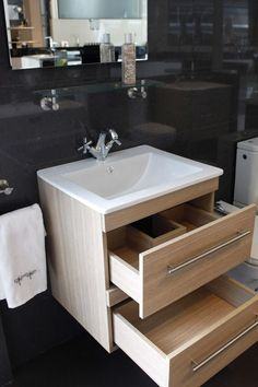 CHC Kommode bathroom furniture- CHC presents a new model of furniture, which you can choose with doors or drawers, in different colors and sizes. The Kommode model, highly functional design, with 2 large capacity drawers and soft closing rails. Bathroom Basin Cabinet, Bathroom Toilets, Bathroom Renos, Bathroom Wall Decor, Bathroom Layout, Bathroom Storage, Modern Bathroom, Small Bathroom, Bathroom Paint Colors