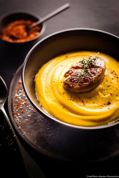Creamed pumpkin with pan-fried foie gras with mixed spices by Photocuisine : Home Foie Gras, Easy Cooking, Cooking Recipes, Plats Healthy, Winter Food, No Cook Meals, Food Inspiration, Soup Recipes, Food Porn