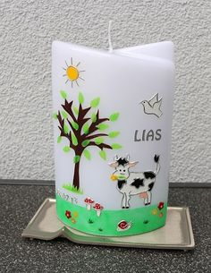 Taufkerze mit Baum und Kuhmotiv Planter Pots, Candles, Shower, Canning, Candle Art, Cow, Easter Activities, Decorating, Wedding