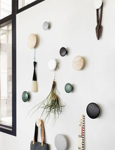 Decorate your home with The Dots from Muuto, Modern Scandinavian Design. Inred ditt hem med The Dots från Muuto, Modern Skandinavisk Design. Scandinavian Wall Hooks, Scandinavian Design, Dots Muuto, Decoration Entree, Closet Bedroom, Messy Bedroom, Bedroom Kids, Kids Room, Timeless Design