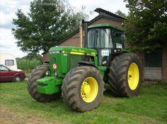 John Deere 4055 van jeroemdeenen Druk bezig met trekkertrekken.. John Deere 4320, Tractor Cabs, Jd Tractors, Tractor Implements, John Deere Equipment, Heavy Machinery, Farm Life, Farming, Childhood
