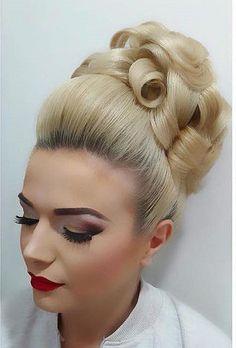Vintage Hairstyles: Easy Pin Curl Set for Retro Waves Retro Hairstyles, Wedding Hairstyles, Chignon Volume, Blonde Updo, 1960s Hair, Bleach Blonde Hair, Barrel Curls, Beehive Hair, Bouffant Hair