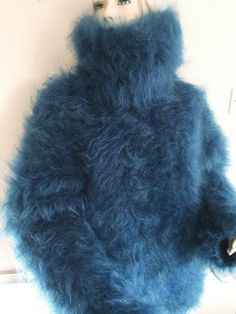 Discover recipes, home ideas, style inspiration and other ideas to try. Gros Pull Mohair, Red T, Mohair Sweater, Pulls, Fur Coat, Turtle Neck, Cozy, Knitting, Sweaters