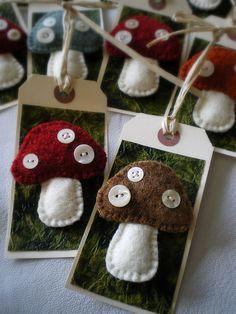 Felt mushroom tags with mother of pearl buttons Mushroom Crafts, Felt Mushroom, Tiny Mushroom, Felt Christmas, Christmas Crafts, Fabric Crafts, Sewing Crafts, Felt Gifts, Felt Diy